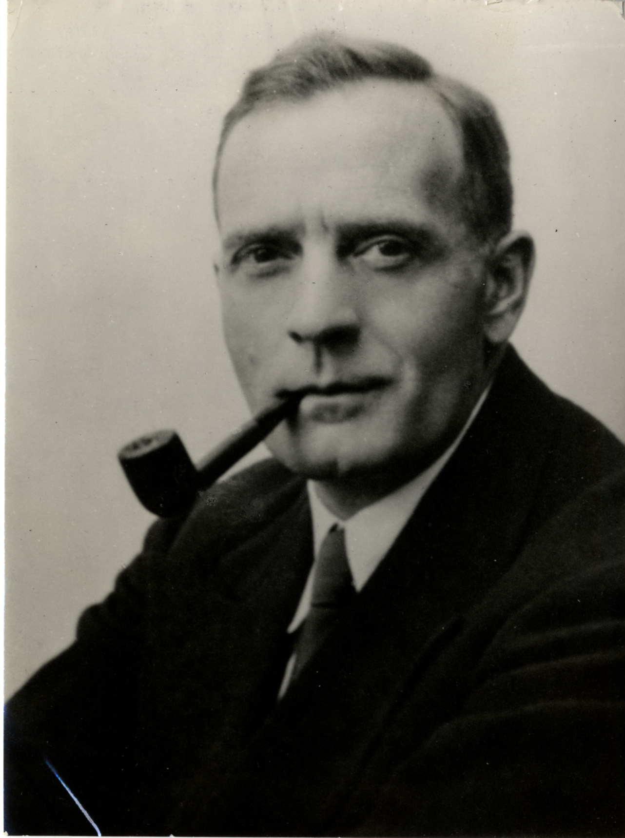 the birth of edwin hubble Edwin powell hubble (november 20, 1889 - september 28, 1953) was an american astronomer, noted for his discovery of galaxies beyond the milky way and the cosmological redshift.