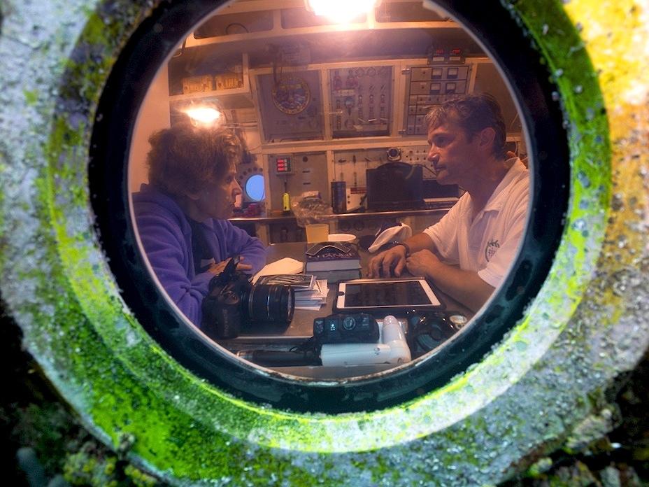 """Sylvia A. Earle, az """"óceánkutatás nagyasszonya"""" Fabien Cousteau társaságában az Aquarius fedélzetén."""